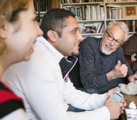 Loger une famille de migrants, un échange de richesses