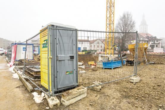 la gruy re les toilettes chimiques remplacent les cabanes en t le. Black Bedroom Furniture Sets. Home Design Ideas